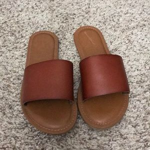 Universal thread brown sandals